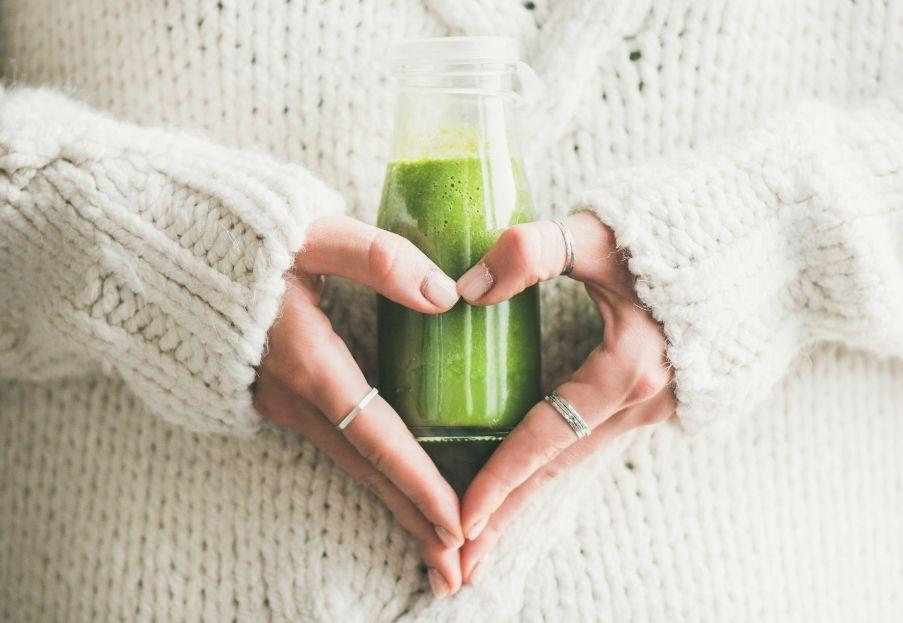 Dlaczego codziennie warto sięgnąć po zielony koktajl?